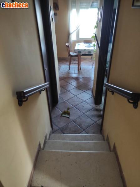 Corrimani pvc nero marron napoli - Corrimano per scale interne a muro ...