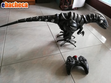 Anteprima Dinosauro telecomandato