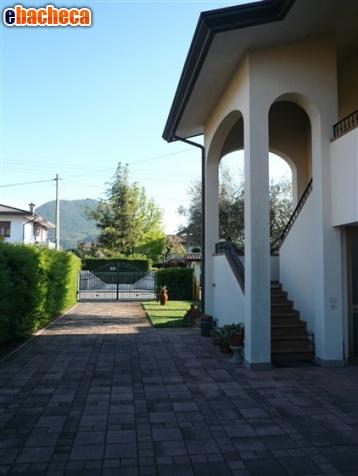 Anteprima Vende villa con giardino…